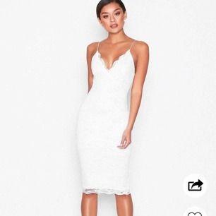 Söker denna klänning i den korta versionen!
