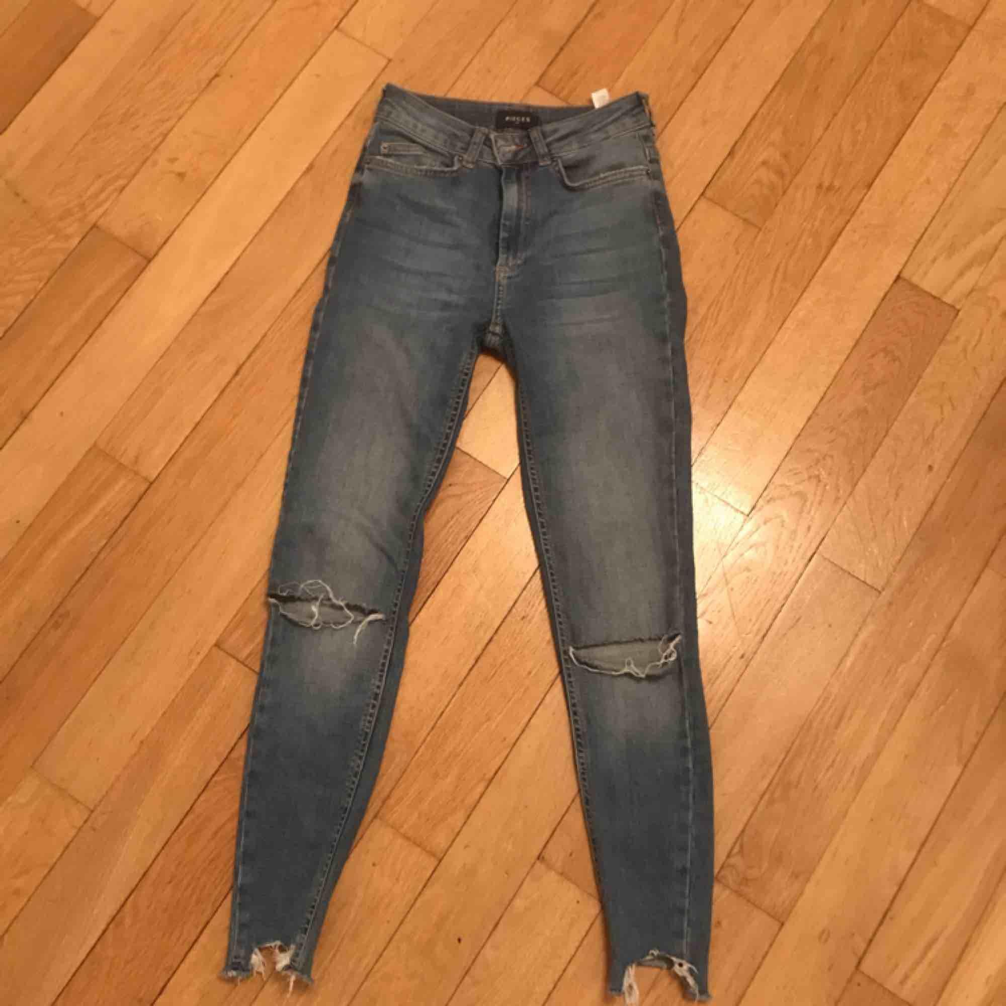 Vero Moda jeans strl XS , stretch material, väldigt bekväma, och i bra skick. Köparen står för frakten! . Jeans & Byxor.