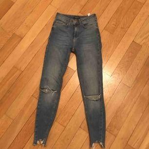 Vero Moda jeans strl XS , stretch material, väldigt bekväma, och i bra skick. Köparen står för frakten!