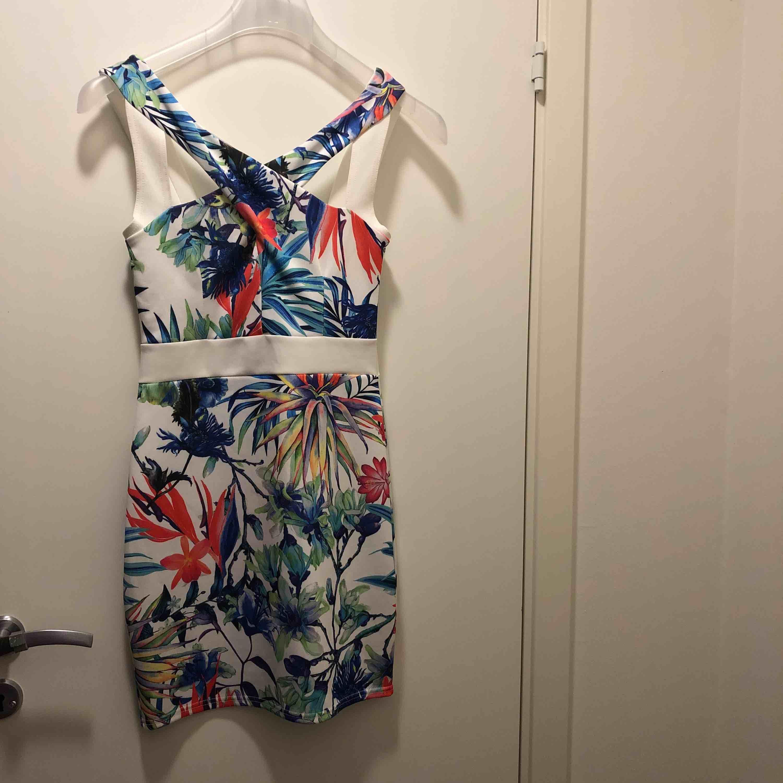 Fin klänning, helt ny med tags kvar. Klänningar.