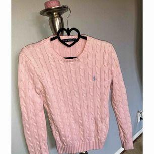 Ny oanvänd tröja från Ralph Lauren i storlek M. Passar även en S. Kan fraktas då köparen står för frakten 😊