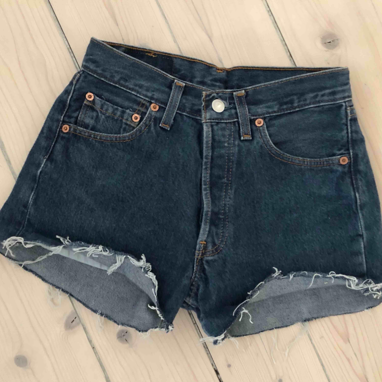 Levisshorts i klassiska 501 modellen passar från XS-S. Jeans & Byxor.