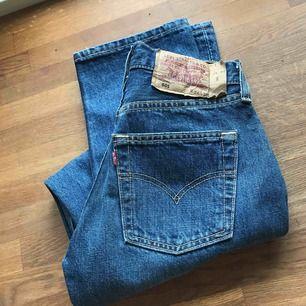 Skit snygga jeans från Levis!😍 Inte ens provade så dem är helt nya och säljes då dem tyvärr var mindre än vad jag hade tänkt mig.   Storlek: W26 L32
