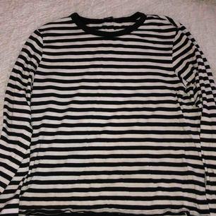 Super basic tröja från monki i storlek s