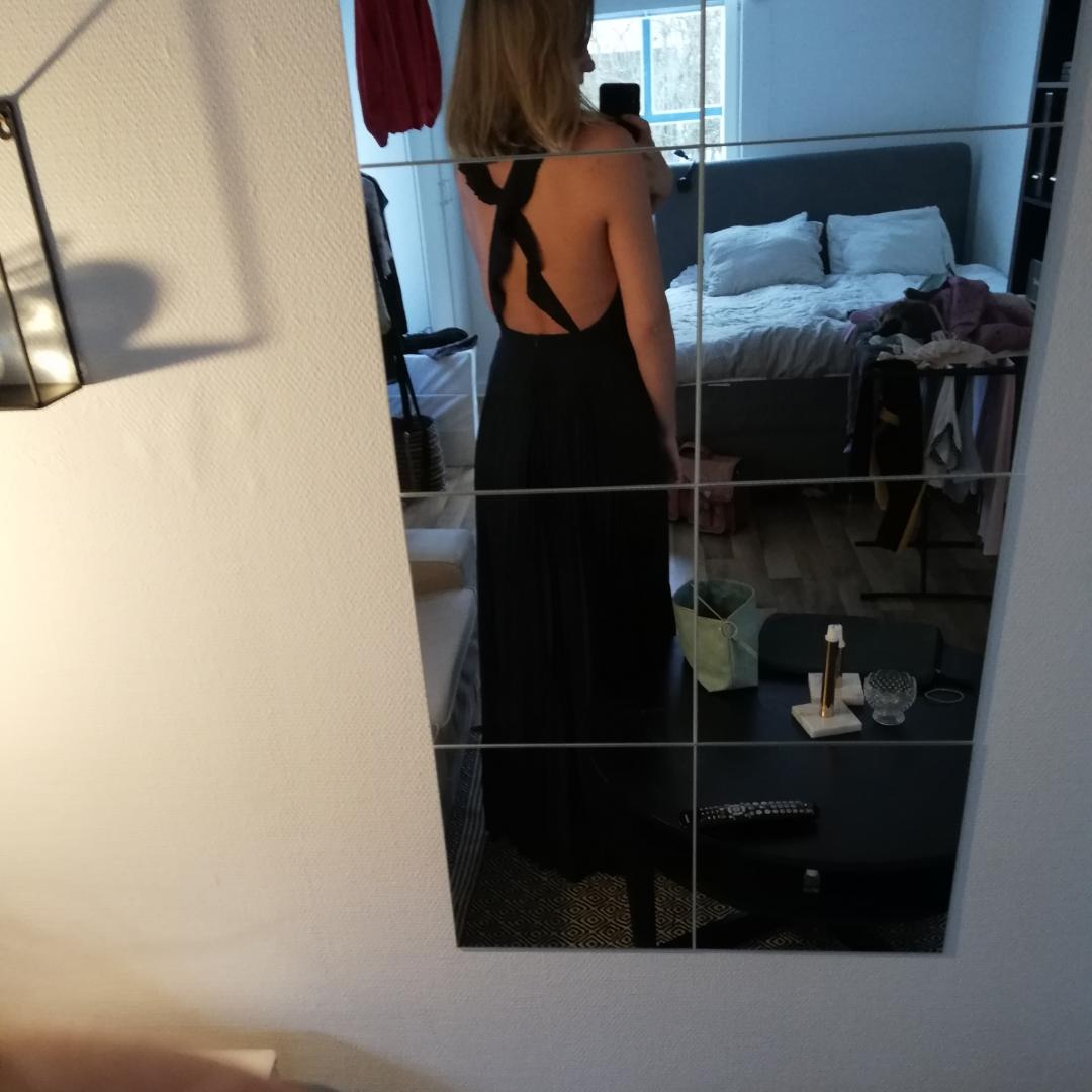 Marinblå långklänning från NLY Eve I strl 38. Endast använd en kväll.  . Klänningar.