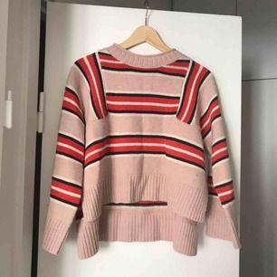 Snygg stickad tröja från NoaNoa som inte används, har använt den typ en gång. Alltså är den som ny!