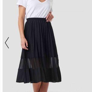 Supersnygg kjol ifrån na-kd, nypris 399 helt oanvänd säljer pga fel storlek