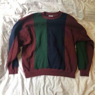 En varm färgglad tröja. Köpt second hand. Kan posta eller mötas upp i Malmö