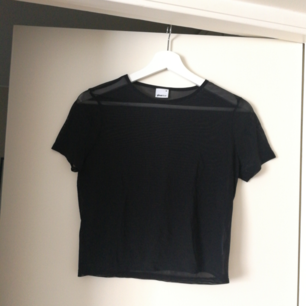 Transperent t-shirt i mesh. Helt oanvänd. Betalas med swish(+frakt).