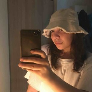 Superfin bucket hat köpt på weekday🌞 Endast testad