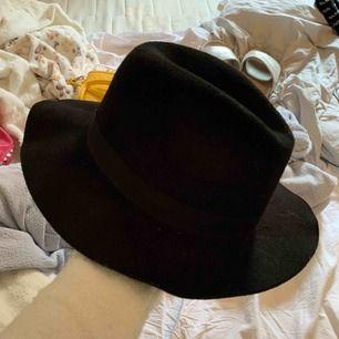 Snygg hatt! Bra till sommaren