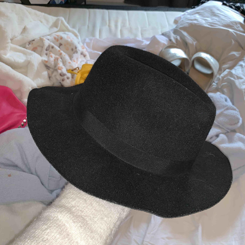 Snygg hatt! Bra till sommaren . Övrigt.
