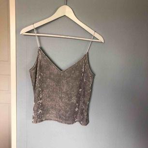 Silvrigt linne i velvet från H&M! Köparen står för frakten.