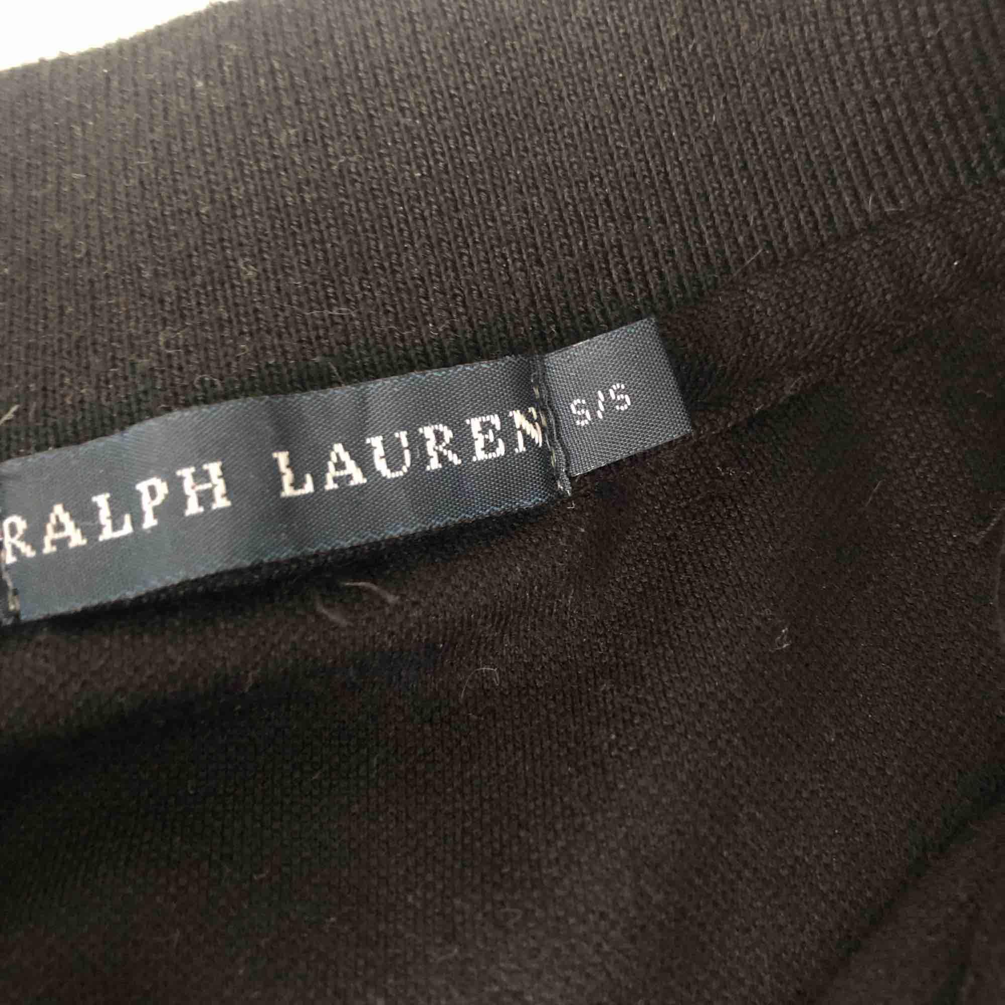 Fin Ralph lauren, långärmad piké inga fel på den. . Toppar.