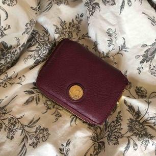 Plånbok  Hyfsat bra skick slitningar på märket