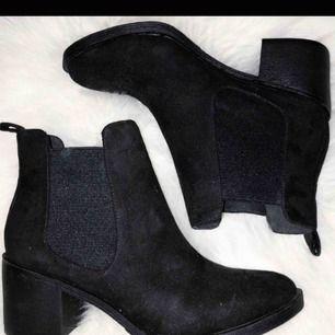 Boots som är knappt använda. Säljer dem för 150 och 90 kr i frakt
