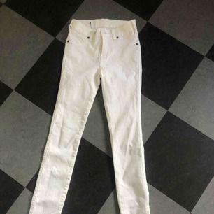 Vita, oanvända byxor från DrDenim⭐️
