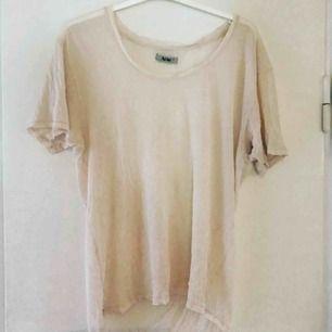 Ljus aprikos t-shirt från Acne