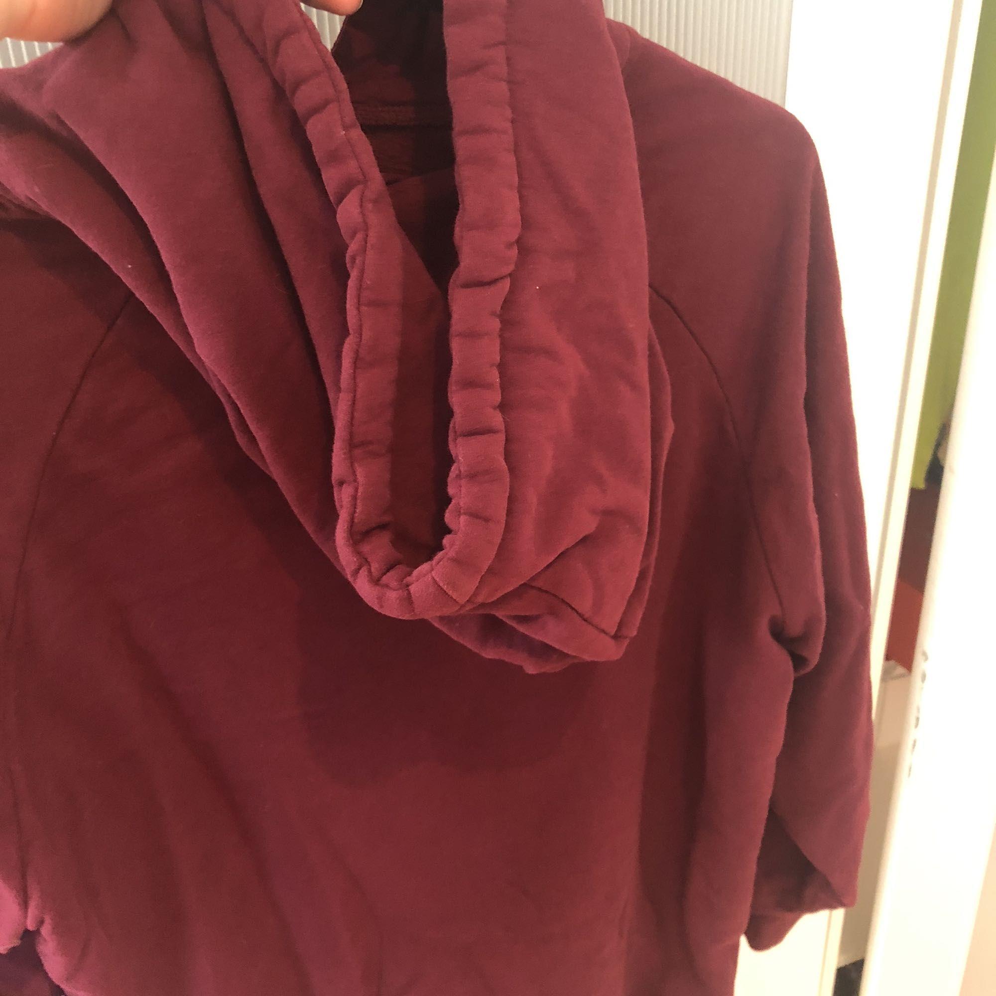 Sjukt skön hoodie från Bikbok. Använd ett par gånger men fortfarande i fint skick.. Huvtröjor & Träningströjor.