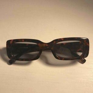 solglasögon från other stories (köpta för 250kr) ! aldrig använda, skulle lämna tillbaka men hittade inte returkvittot😩 fraktar inte men möts upp i stockholm!