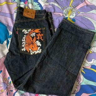 Vintage Evisu jeans i storlek 34, mycket bra skick för att vara vintage
