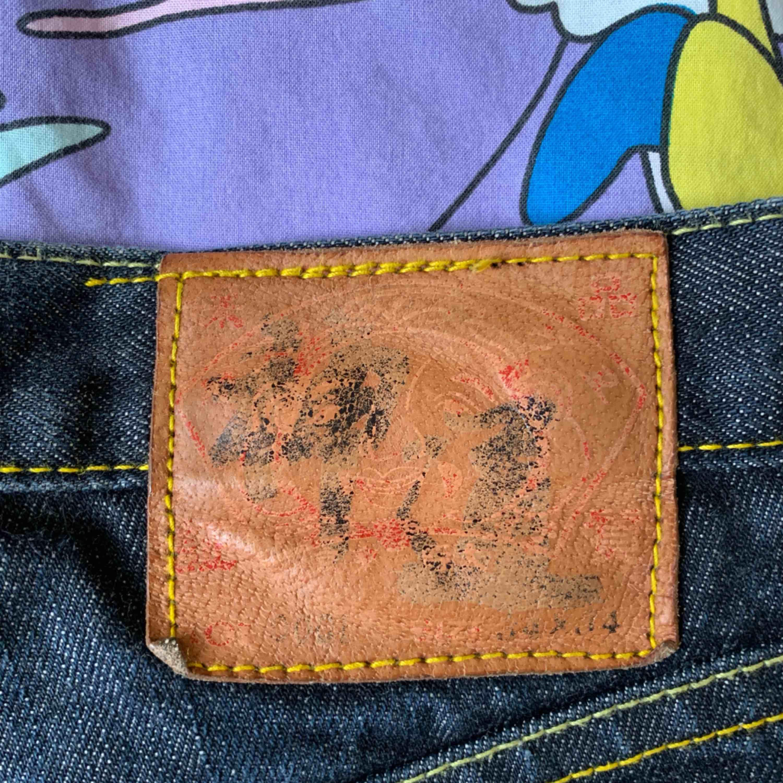 Vintage Evisu jeans i storlek 34, mycket bra skick för att vara vintage. Jeans & Byxor.