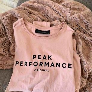 Supersnygg peakperformance tröja! Använd 2-4 gånger. Tar emot swish