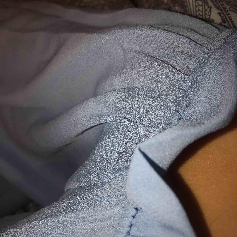 Supergullig off shoulder blus från zaful. Beställde den när jag skulle på student men den hann tyvärr inte komma i tid och har ingen användning av den då jag nästan har en exakt lika dan ⭐️ frakt ingår i priset⭐️. Blusar.