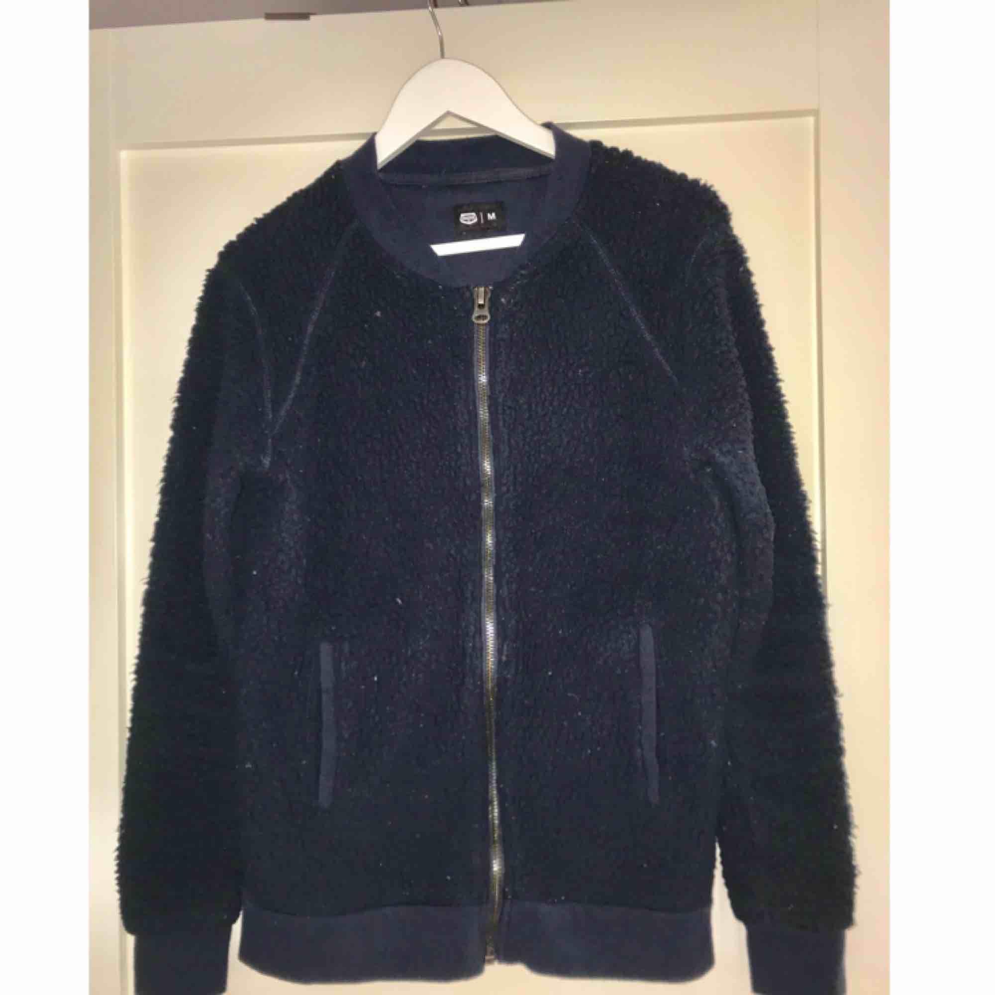Mörkblå crocker-tröja. Rätt använd men skön! Köpte den för 600kr.. Tröjor & Koftor.