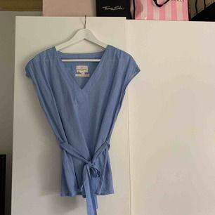 Säljer min linne t-shirt/blus från Lindex. Använd ca 2 ggr så är i väldigt bra skick.