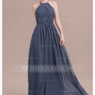 En jättefin fest/bröllop klänning sitter perfekt på, aldrig använd!