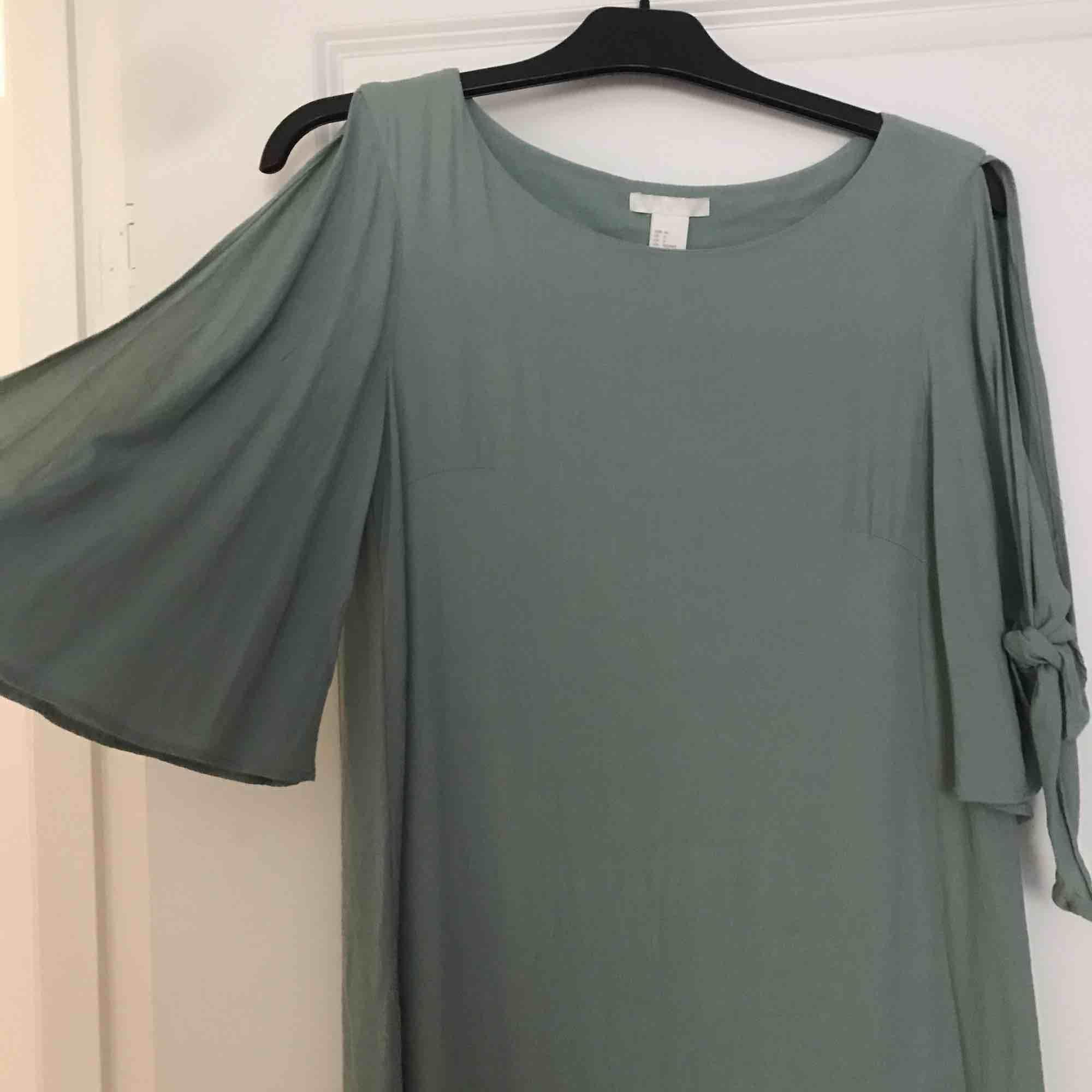 Turkos/Grön klänning från Hm! ☀️ . Klänningar.