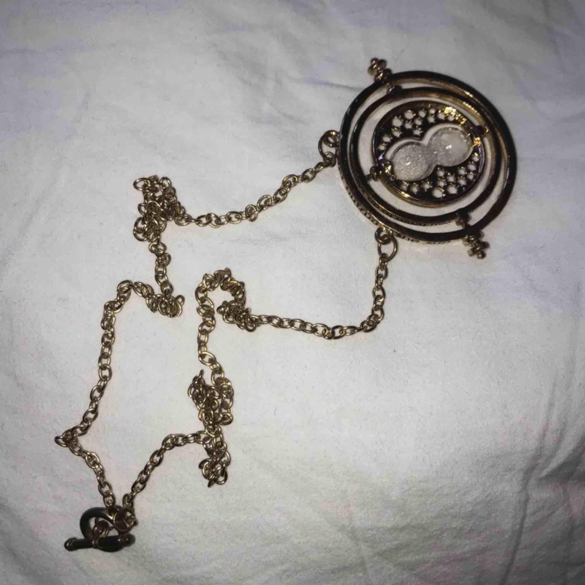 Smycke från Harry Potter. Priset kan diskuteras. Accessoarer.