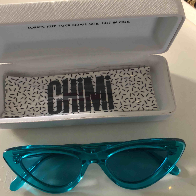 Mina asballa blåa brillor från chimieyewear #006 aqua (solglasögonen längst ner) Köpta för 899kr och säljer för 550kr. Accessoarer.