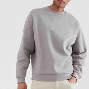 Helt nyinköpt sweatshirt från ASOS på herravdelningen. Oversized modell och aldrig använd, den är kvar i förpackningen.