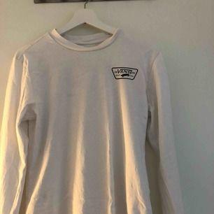 En snygg Vans tröja!! Matchar till allt🤟🏼⚡️💛 frakt ingår i priset!