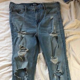 Ett par jeans från Hollister, använda 3gånger, om ens det. Bra skick och frakt ingår⚡️🤜🏽