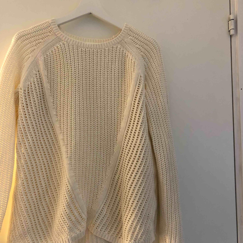 En basic stickad tröja, frakt ingår🤟🏼⚡️. Tröjor & Koftor.