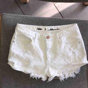 Super snygga shorts! Storlek S Skönt material med lite stretch, och formar väldigt fint. Frakt tillkommer💕