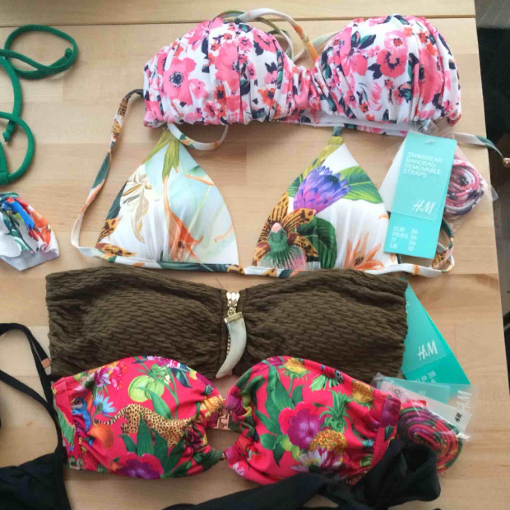 Diverse bikiniöverdelar och underdelar (oanvända) i olika storlekar: S, 34, 36, M, 75B. Säljes FRÅN 45 kr. SÅLDA: Grön bikinitopp, blå resp svart bikini-bh. Övrigt.