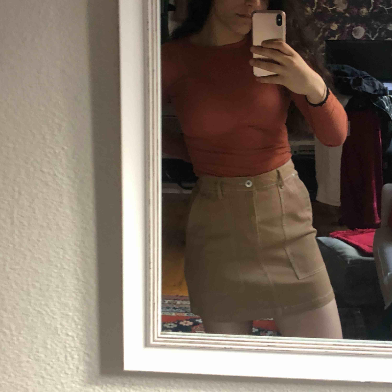 Söt Oanvänd kjol från h&m . Kjolar.