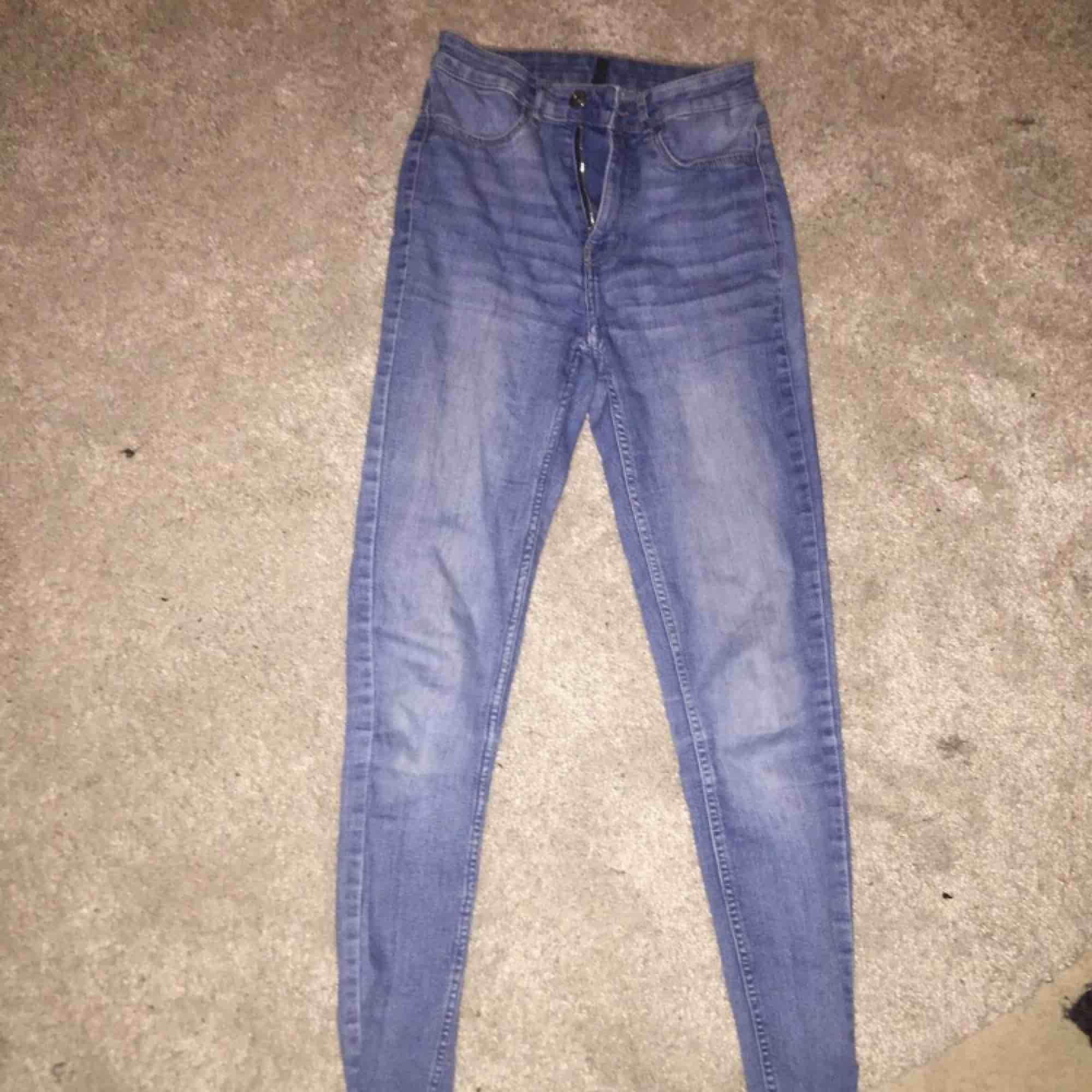 Jeans köpta för 300kr. Jeans & Byxor.