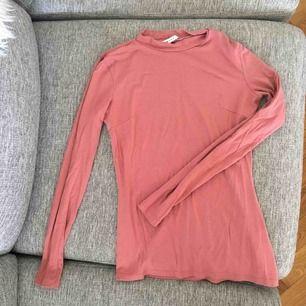 Puderrosa basic tröja från Nelly trend.