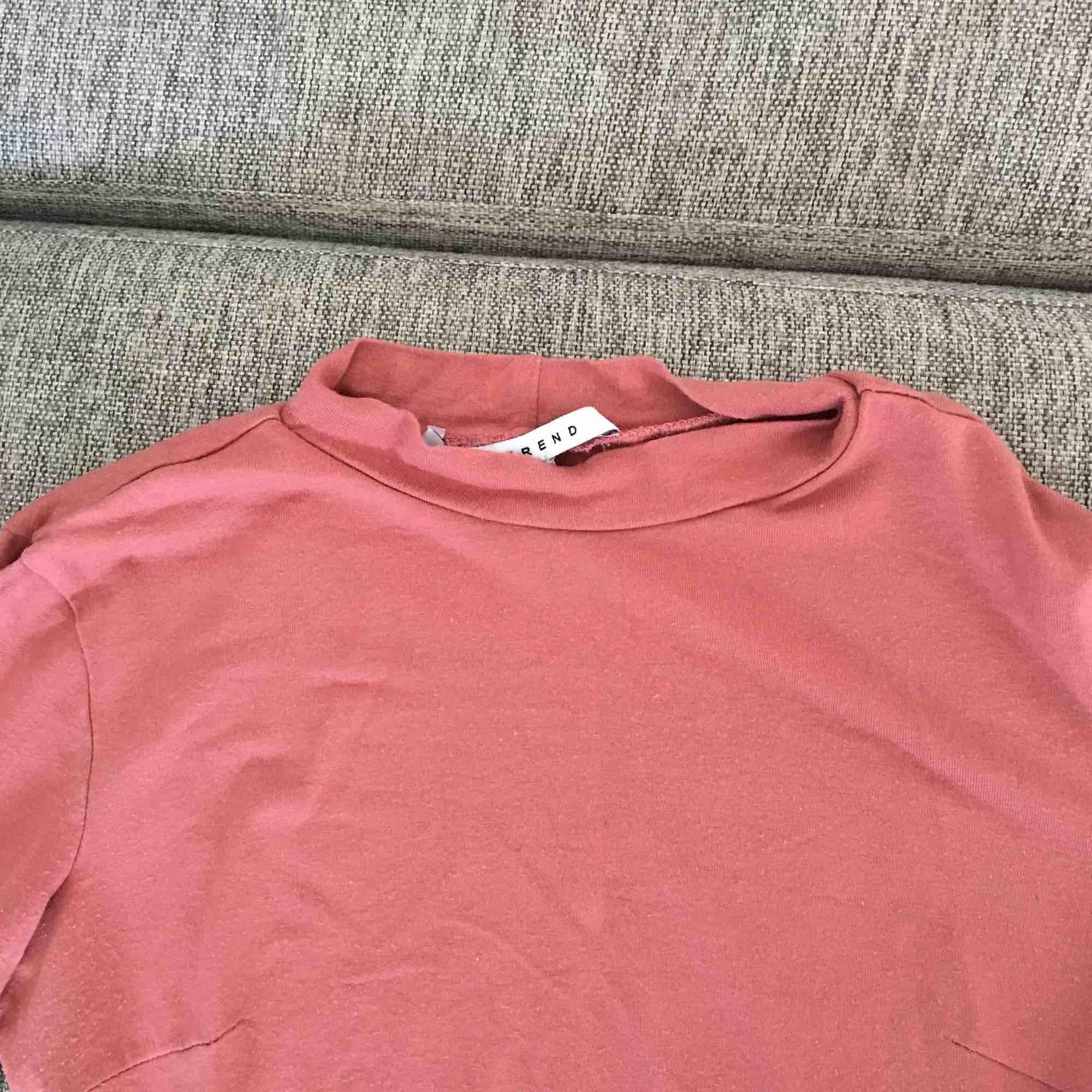Puderrosa basic tröja från Nelly trend. . Tröjor & Koftor.