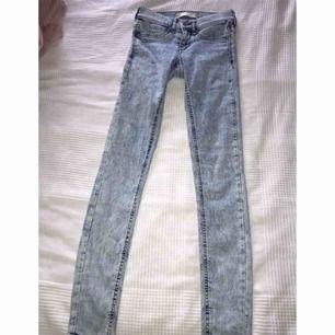 Jeans från Gina i modellen Alex i storleken XS. Aldrig använda bara testade.
