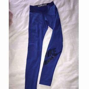 Nike blå tights i storleken XS. Använda några gånger mycket bra kvalite som nya.