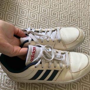 Neo Adidas, ett par år men inte använt dom mycket alls