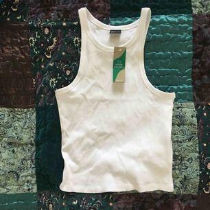 Superfint linne från Gina! Fick det i present men är för litet och glömde lämna tillbaka det i tid :/ Oanvänt med prislapp kvar. ☀️🌷✨