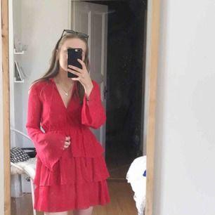 Klänning från Linn Ahlborg x NAKD.  Använd en gång.. nypris 499kr, mitt pris 150kr + frakt.