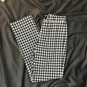 Finaste o skönaste byxorna från Brandy Melville. Checkered print, tilden modell. I princip aldrig använda.